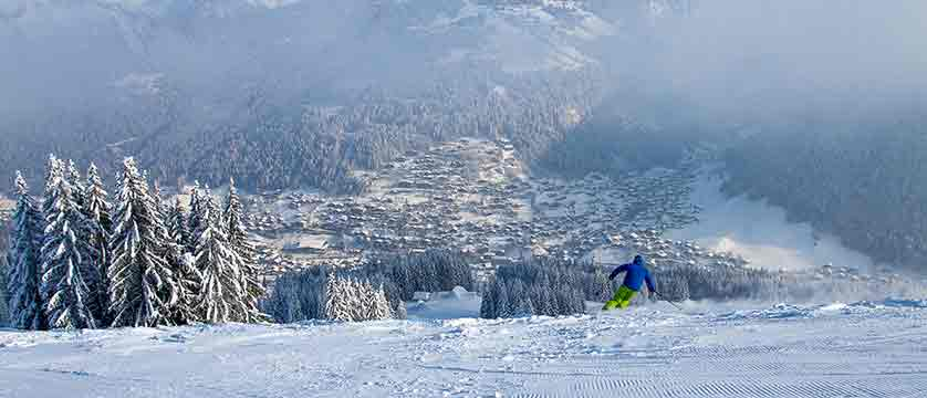 france_portes-du-soleil_morzine_skier-on-pleney.jpg